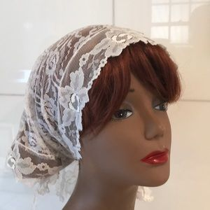 Lovey Vintage White Lace Headscarf / Scarf